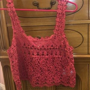 💕pink trendy top💕must go- offers welcomed!